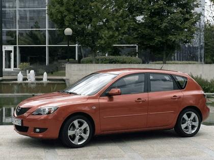 2004 Mazda 3 5-door 24