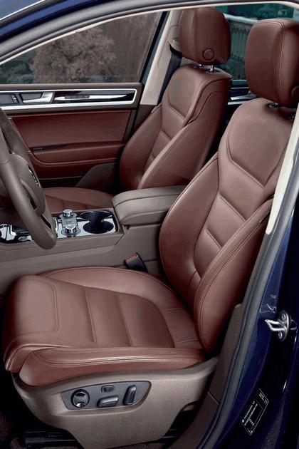 2010 Volkswagen Touareg 17