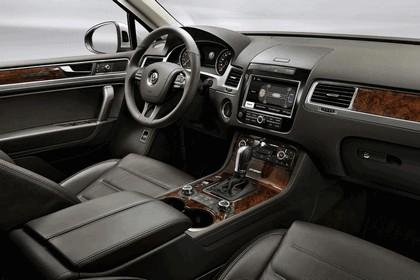 2010 Volkswagen Touareg 32