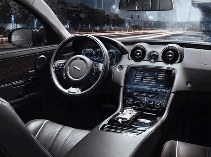 2010 Jaguar XJ 76