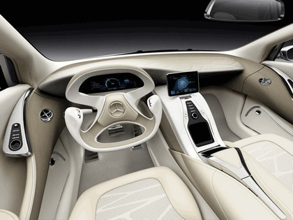 2010 Mercedes-Benz F 800 Style Research Vehicle 29