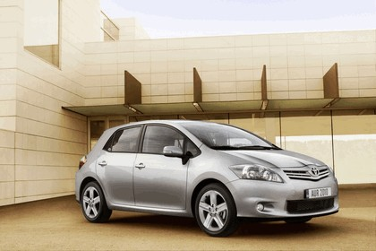 2010 Toyota Auris 19