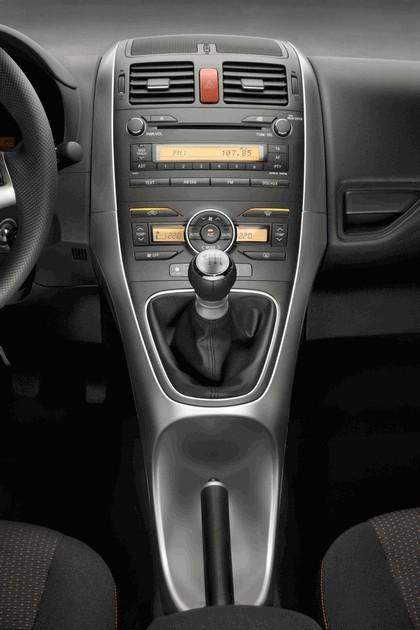 2010 Toyota Auris 48