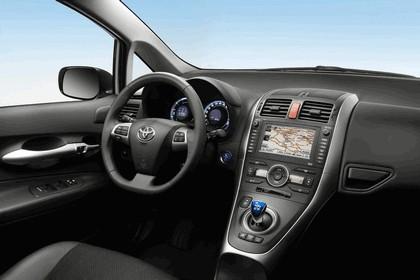 2010 Toyota Auris HSD 13