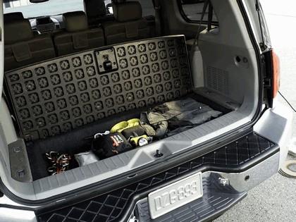 2004 Nissan Pathfinder Armada SE 9