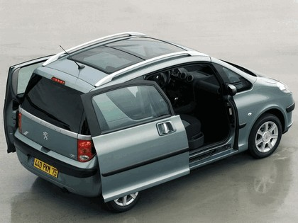 2004 Peugeot 1007 17