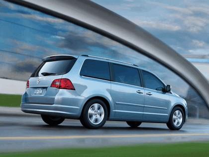 2008 Volkswagen Routan 2