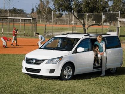2008 Volkswagen Routan 19