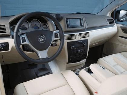 2008 Volkswagen Routan 26