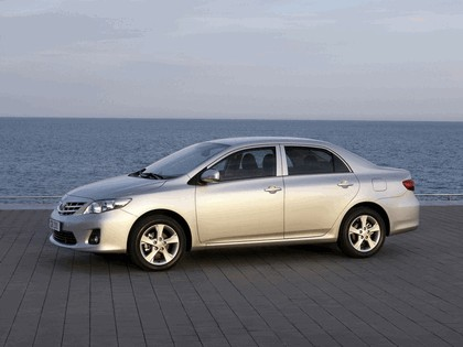 2010 Toyota Corolla sedan 5