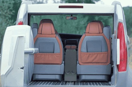 2004 Renault Trafic Deckup concept 24
