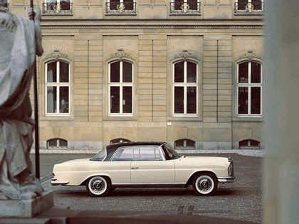 1968 Mercedes-Benz 280SE coupé ( W111 ) 3