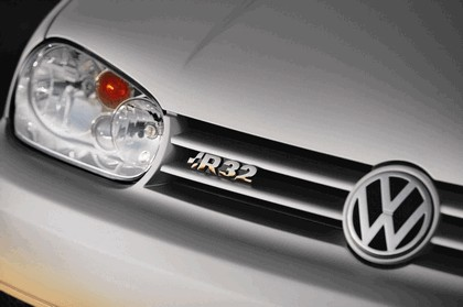2004 Volkswagen Golf R32 7