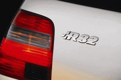 2004 Volkswagen Golf R32 9