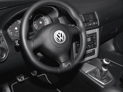2004 Volkswagen Golf R32 11
