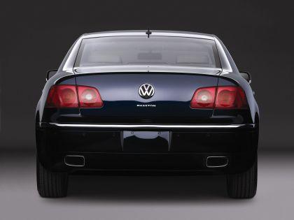 2004 Volkswagen Phaeton 2