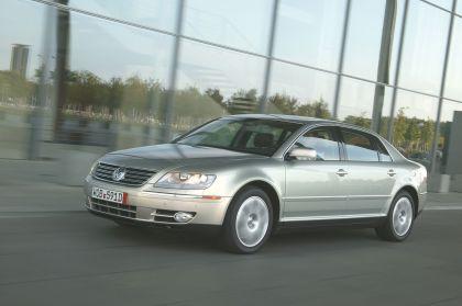 2004 Volkswagen Phaeton 11
