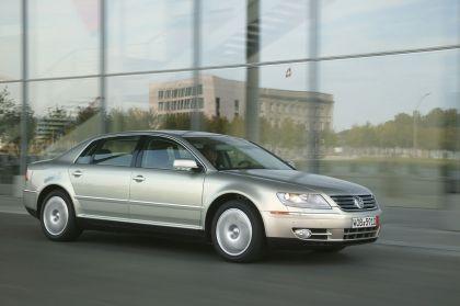 2004 Volkswagen Phaeton 12