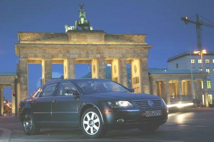 2004 Volkswagen Phaeton 14