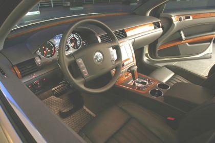 2004 Volkswagen Phaeton 22