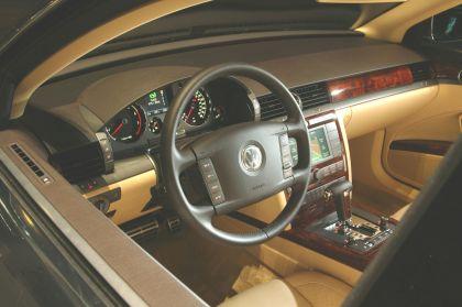 2004 Volkswagen Phaeton 23