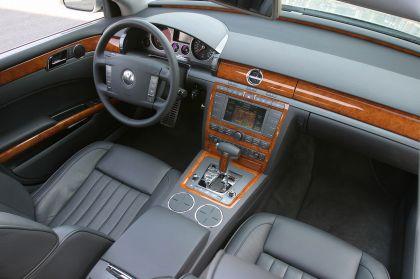 2004 Volkswagen Phaeton 24