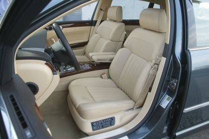 2004 Volkswagen Phaeton 25