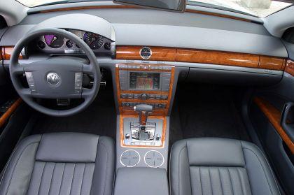 2004 Volkswagen Phaeton 29