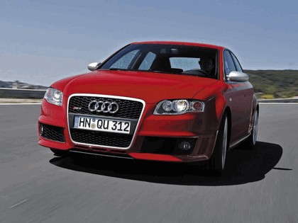 2005 Audi RS4 25