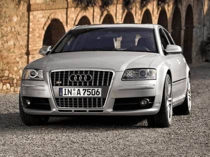 2005 Audi S8 2