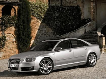 2005 Audi S8 8