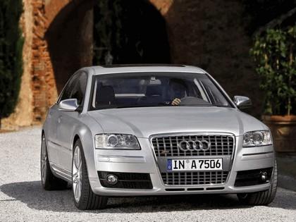 2005 Audi S8 11