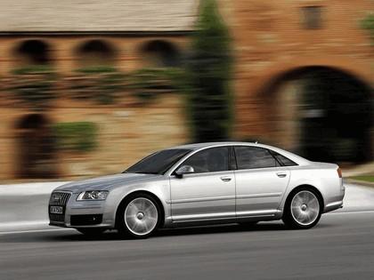 2005 Audi S8 12
