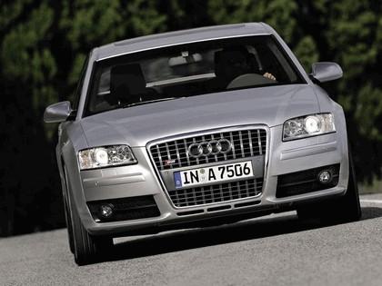 2005 Audi S8 17