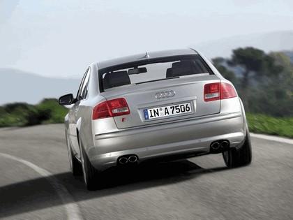2005 Audi S8 19