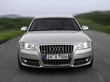 2005 Audi S8 22