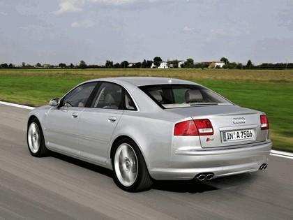 2005 Audi S8 25