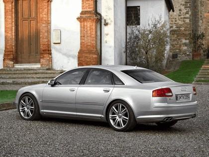 2005 Audi S8 27