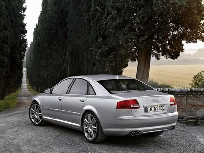 2005 Audi S8 28