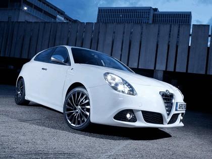 2010 Alfa Romeo Giulietta - UK version 1