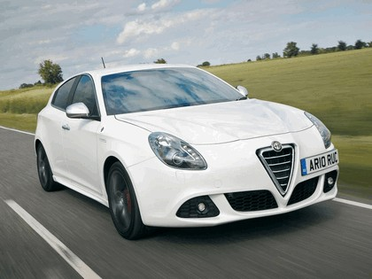 2010 Alfa Romeo Giulietta - UK version 4