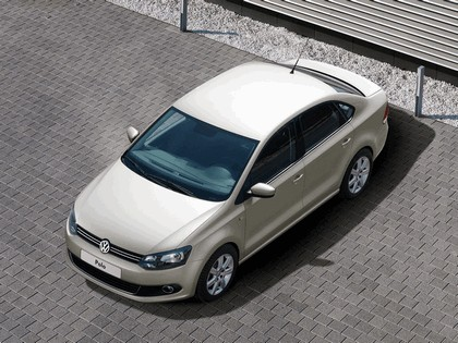 2010 Volkswagen Polo Sedan 11
