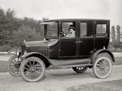 1924 Ford T 4-door sedan 1