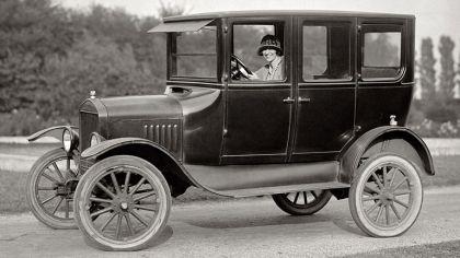 1924 Ford T 4-door sedan 9