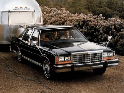 1983 Ford Crown Victoria LTD 1