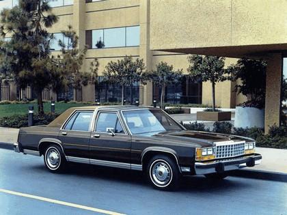1983 Ford Crown Victoria LTD 2