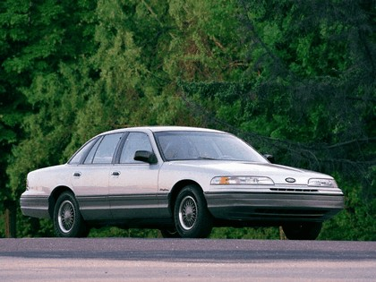 1992 Ford Crown Victoria 2