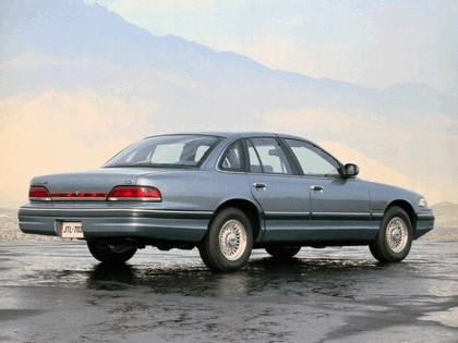 1993 Ford Crown Victoria 3
