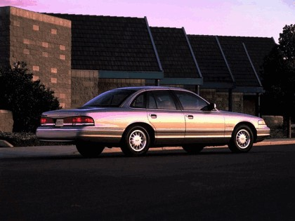 1995 Ford Crown Victoria 4