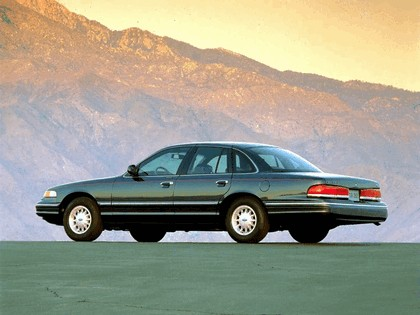 1995 Ford Crown Victoria 5